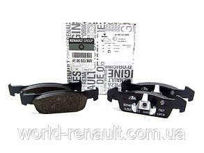 Комплект передних тормозных колодок на Рено Логан 2, Сандеро 2 1.6і 8V, 1.2i 16V / Renault ORIGINAL 410602396R