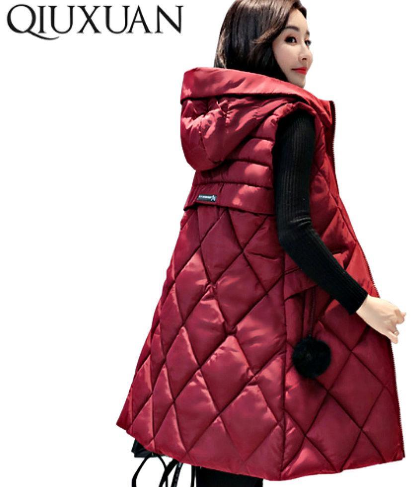 Модная, теплая куртка-жилет без рукавовс капюшоном на молнии.