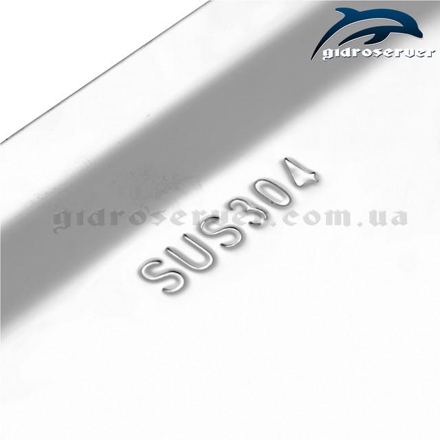 Верхняя душевая насадка LN-301 квадратной формы с размером 300 на 300 мм.