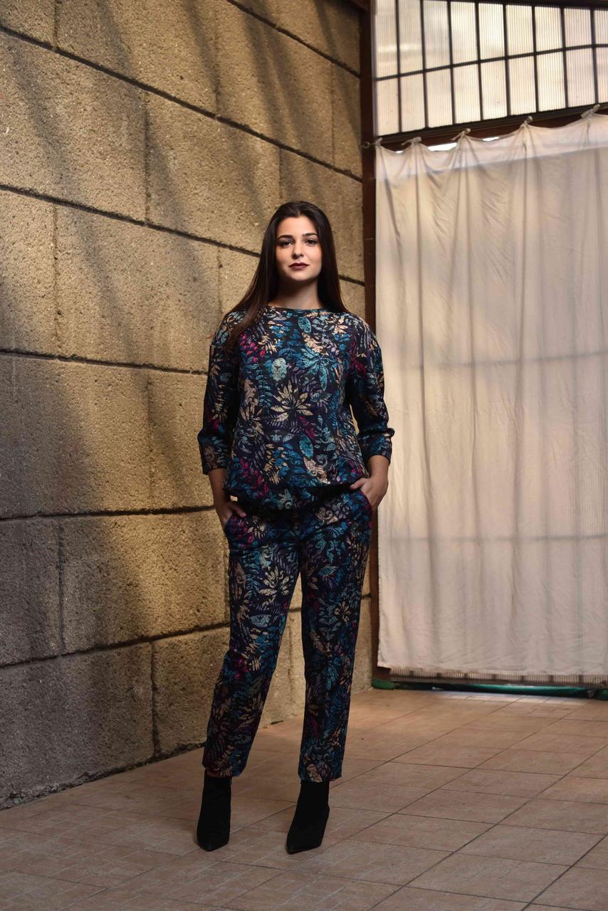 Костюм брючный женский растительный принт, синие тона, дизайнерская модная одежда, Likey, Украина, размер S