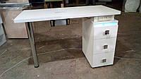 Маникюрный стол с уф лампой и квадратными ручками белый