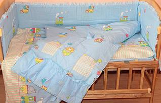 Набор постельного белья в детскую кроватку из 7 предметов (с карманом) Паровозик голубой