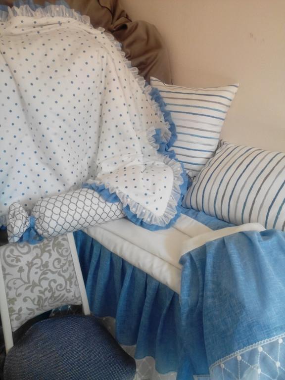 Набор : покрывало + накидка на тумбу + подушки + валик