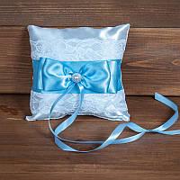 Свадебная подушечка для колец с кружевом и голубой лентой (арт CR-208)