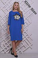 Женское трикотажное платье большого размера декорировано звездой синего цвета