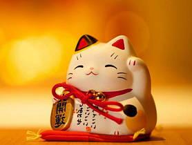 Счастливый кот манэки нэко