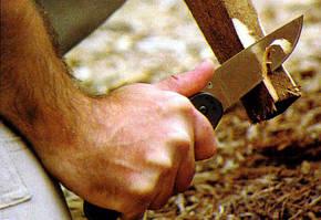 Холодная сталь покоряется только сильной мужской руке