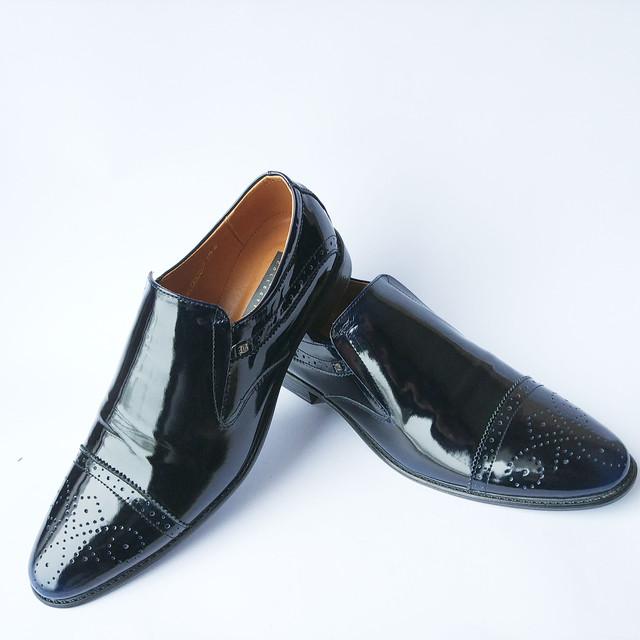 Оригинальная мужская харьковская обувь лаковая черного цвета под ложку