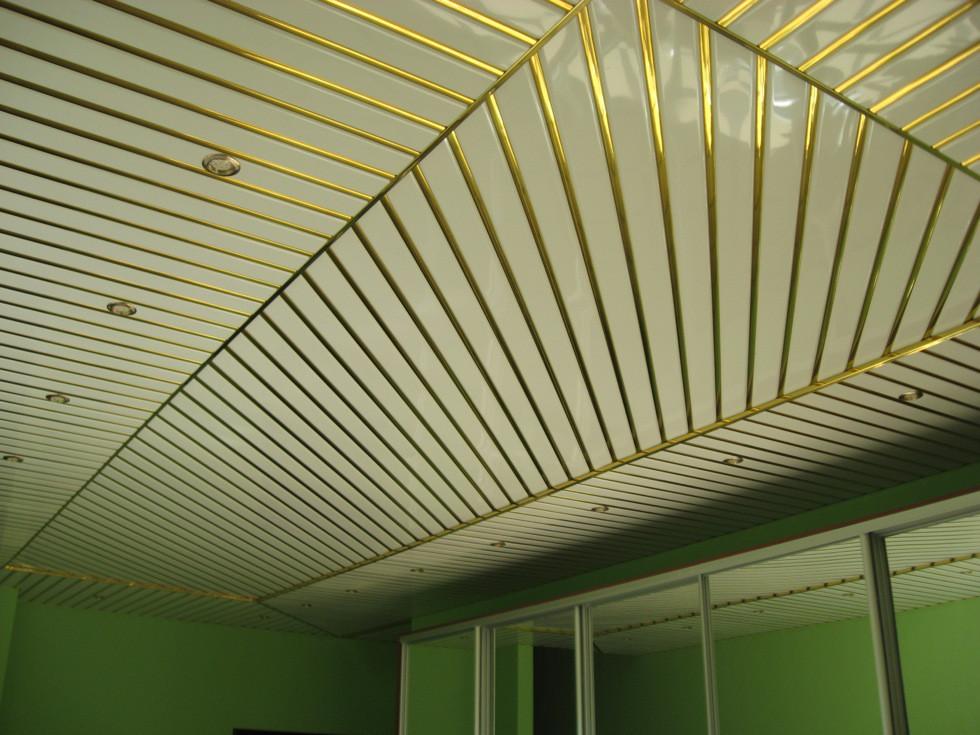 Реечный потолок ( Белый мат RAL 9003 + Золото С2)
