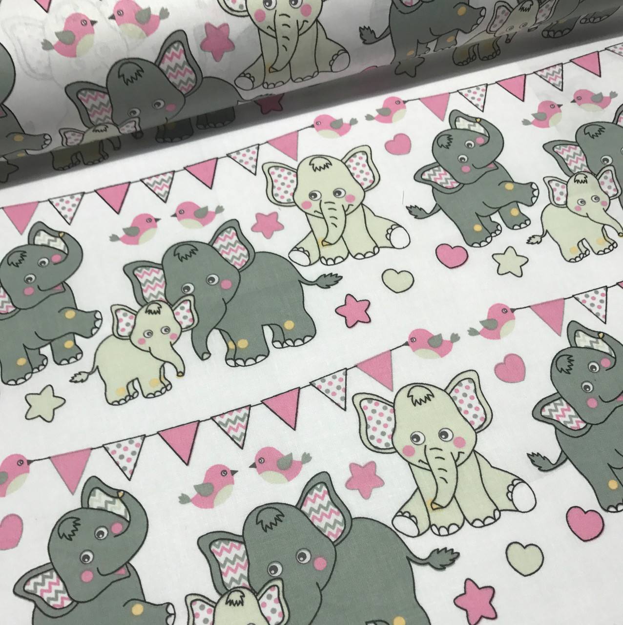 Хлопковая ткань польская слоники с треугольными флажками серо-розовые №170