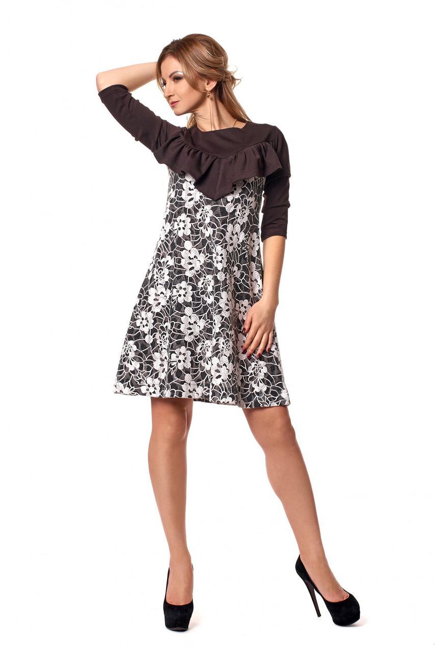 Платье с кружевом и оборкой