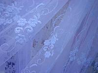Белая тюль с вышивкой на фатине