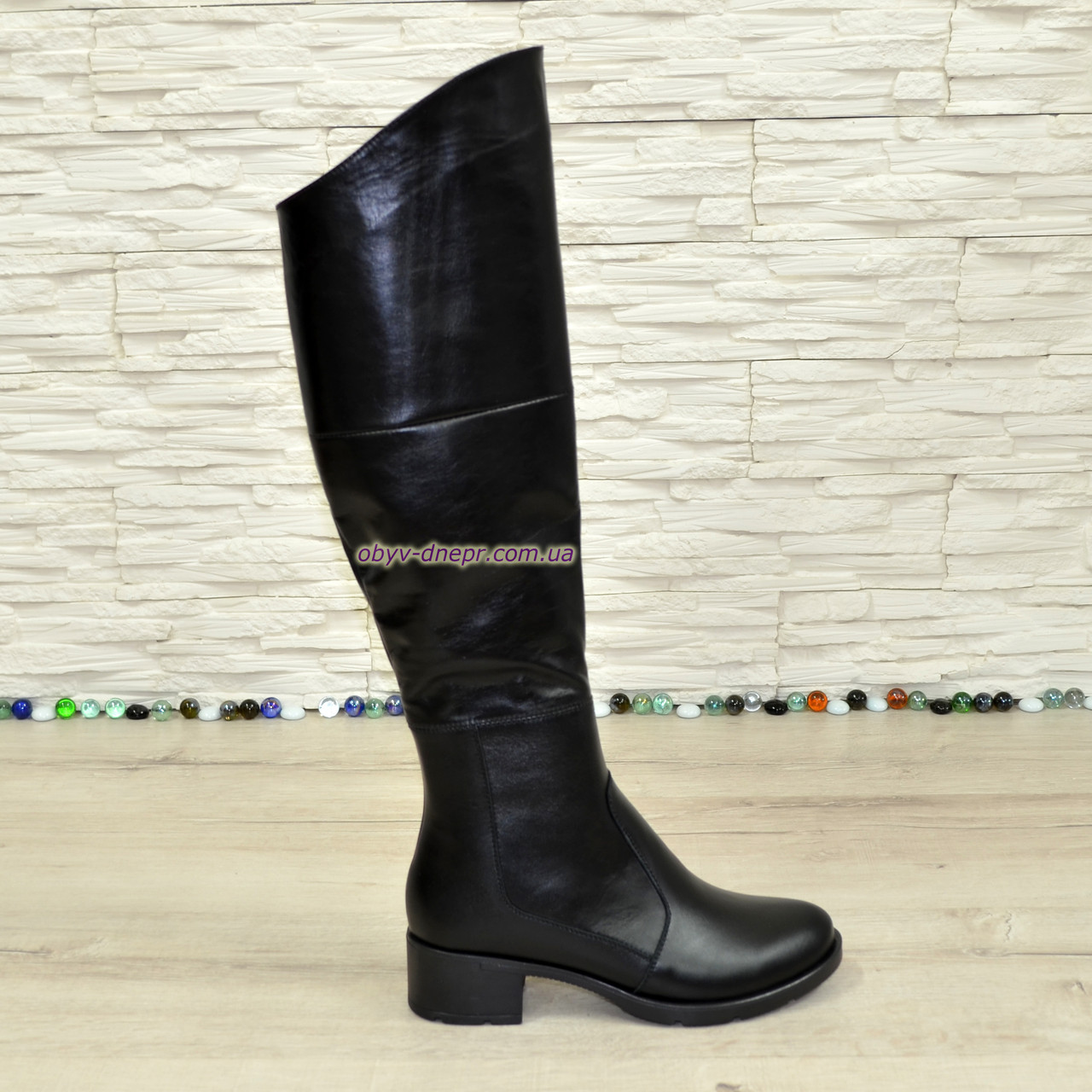 Женские зимние кожаные ботфорты на устойчивом каблуке