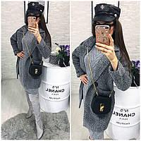 Женское прямое пальто с отложным воротником и накладными карманами