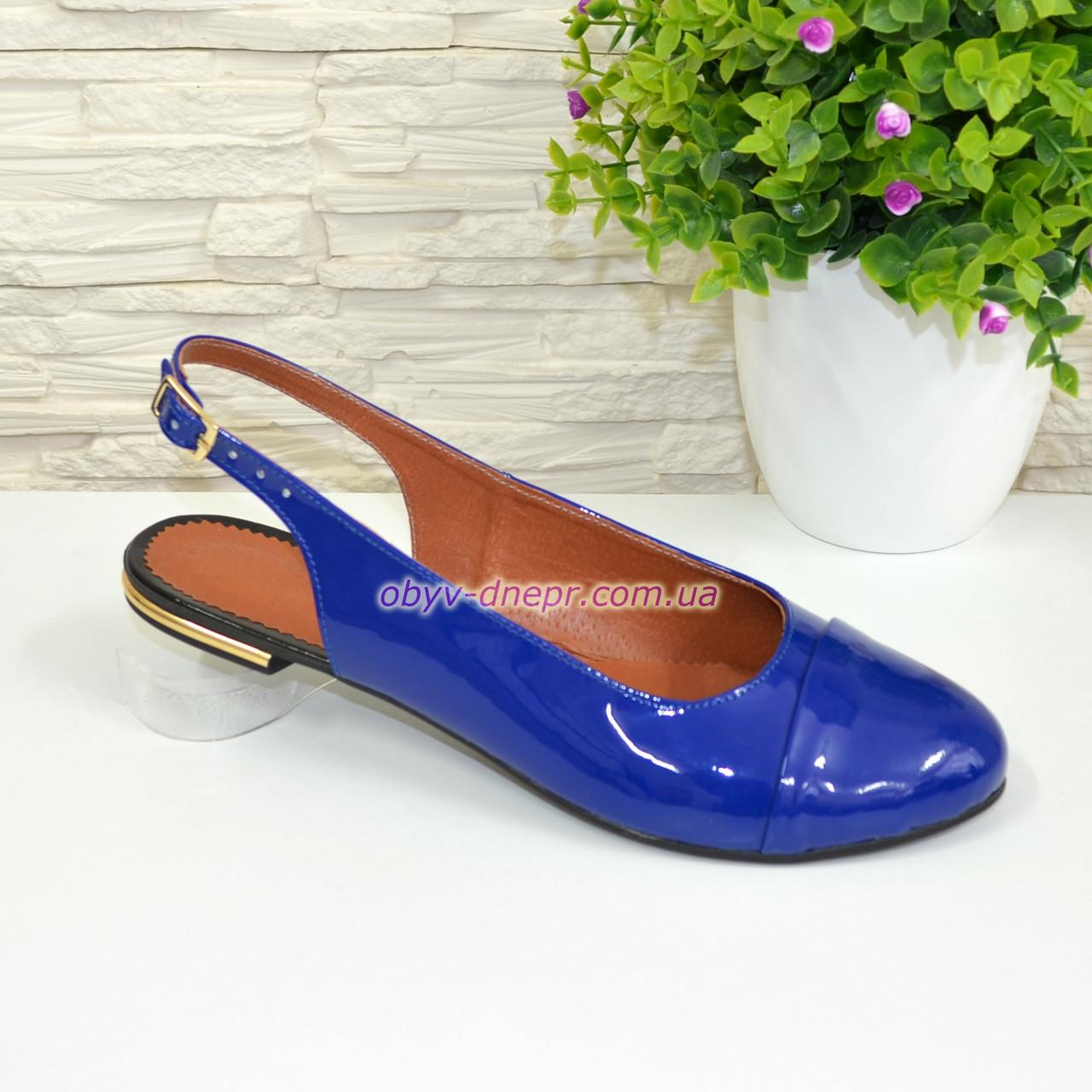 Женские лаковые босоножки с закрытым носком и открытой пяткой, цвет электрик