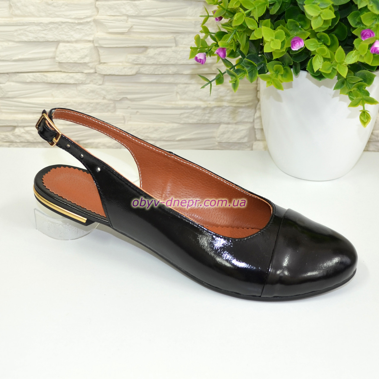 Женские черные лаковые босоножки с закрытым носком и открытой пяткой