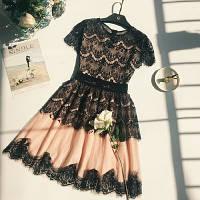 Красивое женское платье из органзы и кружева (с короткими рукавами и юбкой-колокольчик)