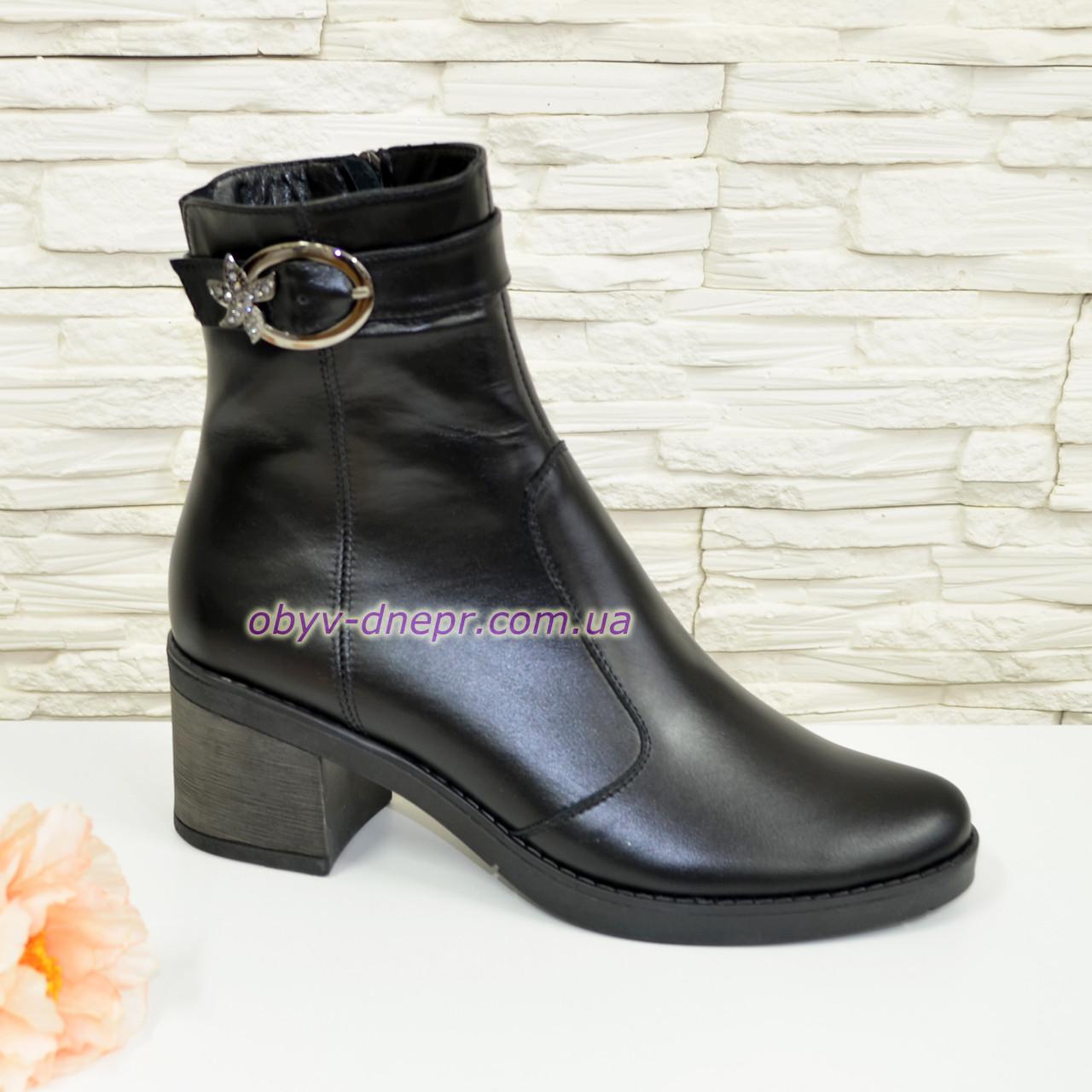 Ботинки черные женские кожаные, декорированы ремешком