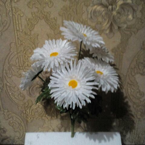 Искусственные цветы Ромашка белая ( атлас)