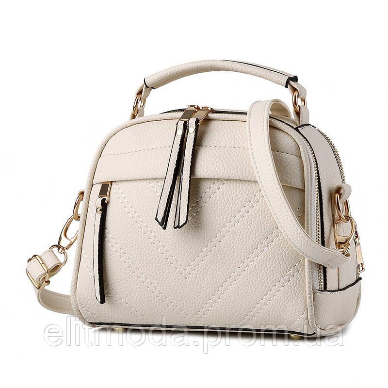 0433ea4a3884 Модная белая женская молодежная сумочка с меховым помпоном на плечевом  ремне. - Интернет магазин