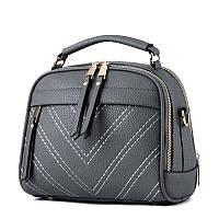 Нарядная женская сумка с меховым помпоном темно-серого цвета