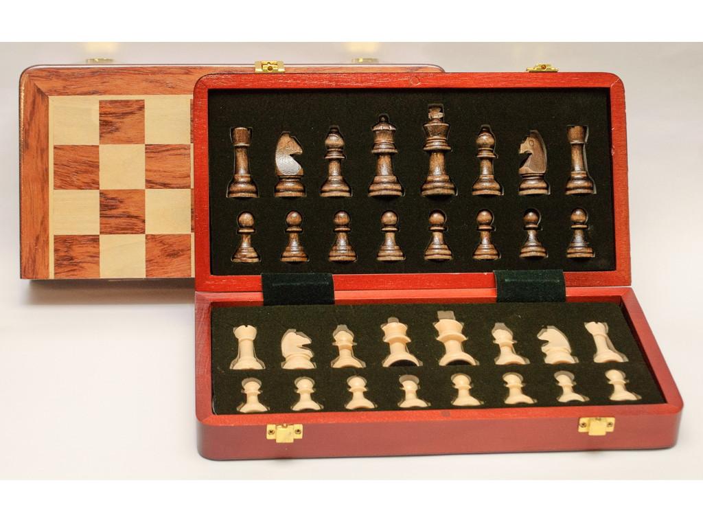 I5-67 Шахматы дерево в деревянном сундучке (30 х 30 см)
