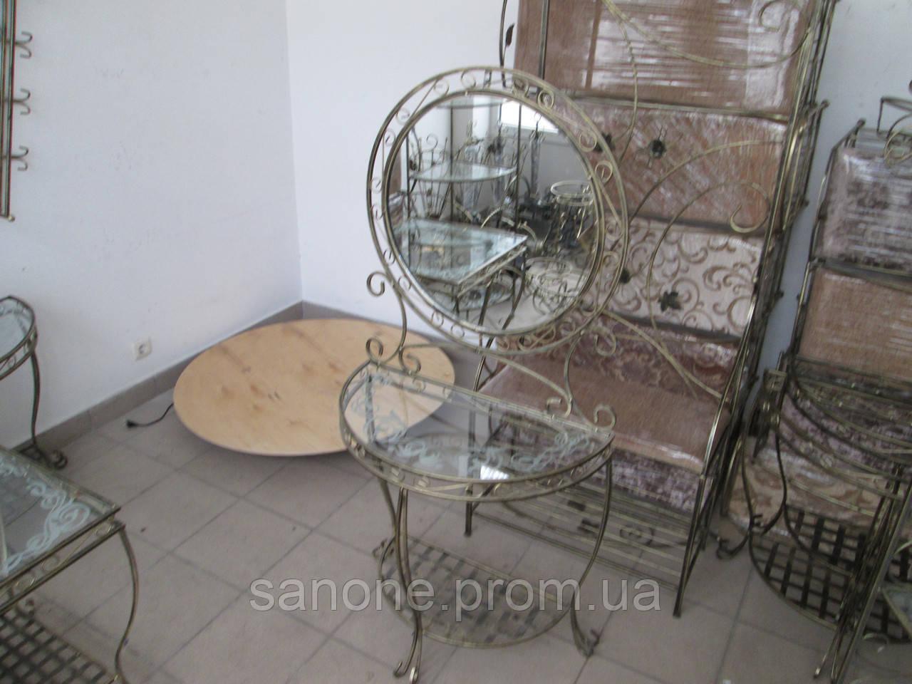 Консольный столик с зеркалом.