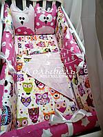 """Комплект в детскую кроватку """"Совушки малиновые """". Бортик на 4 стороны и постельное"""