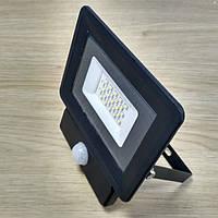 Светодиодный прожектор c датчиком движения 20W Slim IP65 6500K 1800Lm SDM