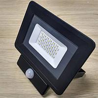 Светодиодный прожектор c датчиком движения 30W Slim IP65 6500K 2700Lm SMD