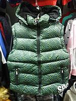 Жилетка  на мальчика  цвет  зеленый 140 см