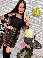 Красивая женская блуза декорирована аппликацией в виде цветов , фото 1