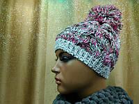 Молодежная шапка ажурной вязки с бубоном Lyon TM Loman, полушерстяная, цвет красная с зеленым
