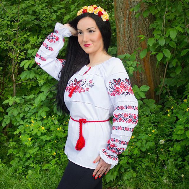Женская сорочка с вышивкой Три мака красная котон