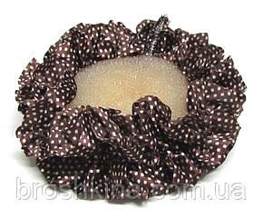 Объемная атласная резинка для волос в горошек коричневая