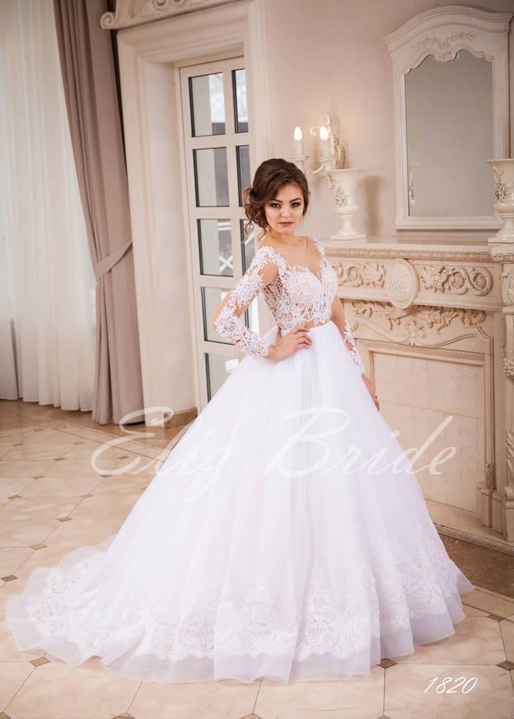 Свадебное платье с рукавами А-силуэт, разшитым шлейфом, цвет айвори