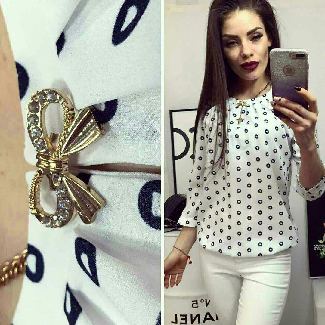 Блуза женская с брошкой-бант, модель 779, цвет - пудра в сердечко в кружочке