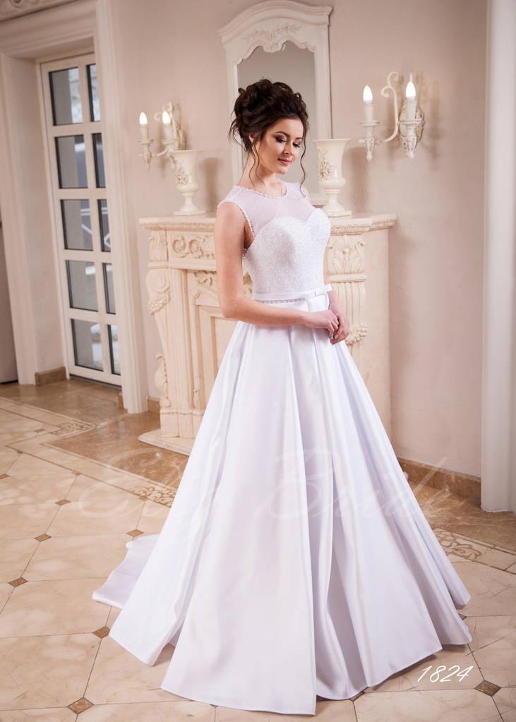Атласное А-силуэтное платье, с расшитым вручную корсетом