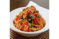 Спагетти с маслинами и жареным базиликом