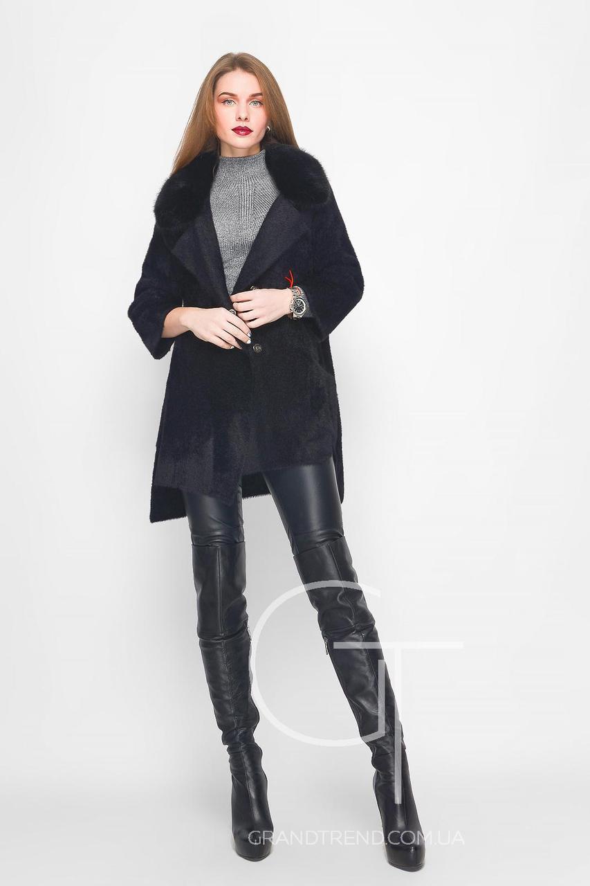 демисезонное вязаное пальто с отделкой из искусственного меха