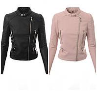 Женская пудровая и черная кожаная куртка