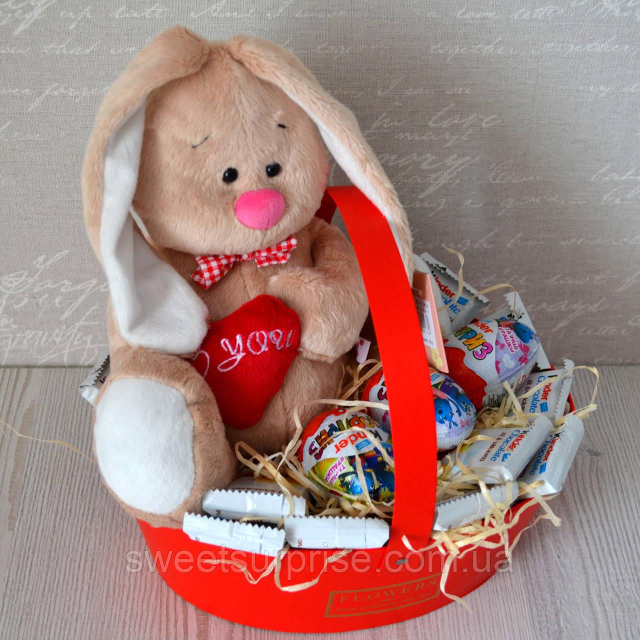Подарочная корзина на 14 февраля с мягкой игрушкой