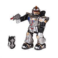 Робот на радиоуправлении - игрушка перемещается в разных направлениях, поворачивается, имитирует стрельбу