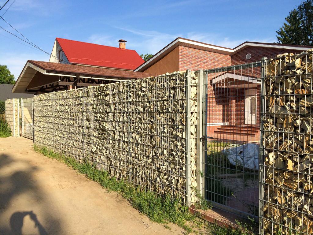 Габионное ограждение частного дома