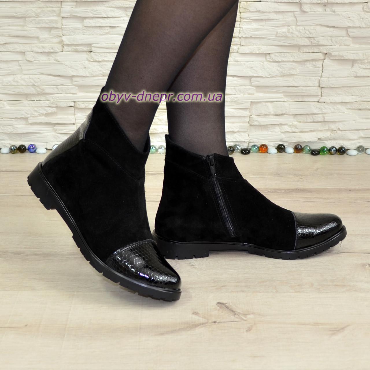 """Женские демисезонные ботинки на низком ходу, натуральная замша и кожа """"питон"""" черного цвета."""