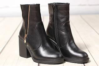 Жіночі шкіряні черевики TIFFANY на середньому каблуці із замшевою вставкою