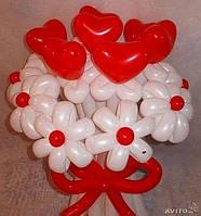 Букет из воздушных шариков романтический с сердечками и ромашками