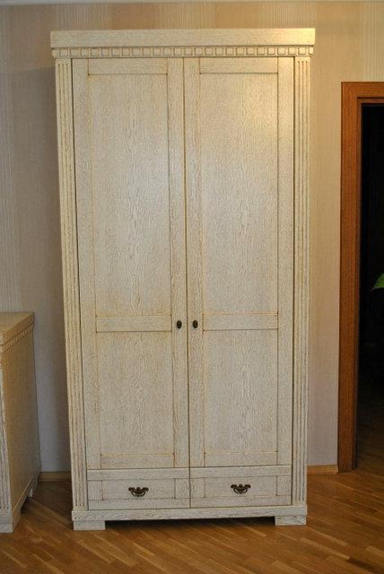 Шкаф деревянный из массива дерева в Одессе