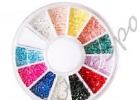 Стразы для декора ногтей в коробке разноцветные