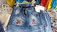 Юбка джинсовая для девочки на 5-8 лет синего цвета с нашивкой с поясом оптом